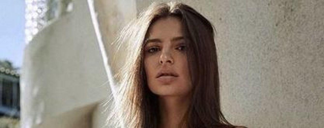 Стройная и сексуальная Эмили Ратажковски показала новую серию снимков в купальнике