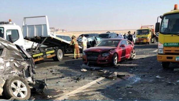 В масштабном ДТП в ОАЭ столкнулись 44 автомобиля и пострадали 22 человека