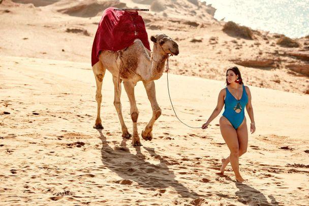 Главной моделью откровенной фотосессии купальников от Эшли Грэм стала ее 53-летняя мама