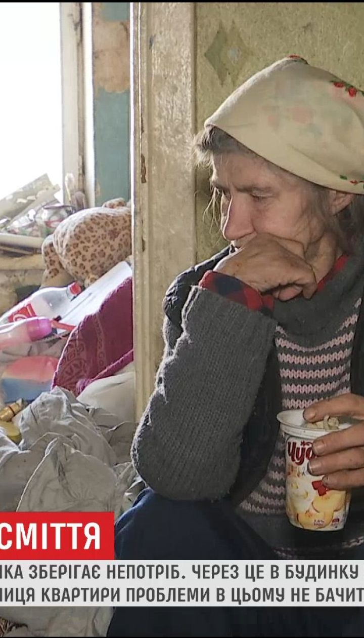 Таргани, клопи і опариші: у Києві жителі будинку страждають через сусідку, що роками збирає сміття