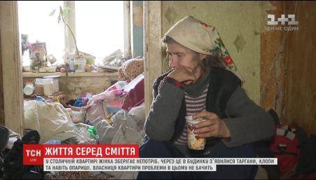 Тараканы, клопы и опарыши: в Киеве жители дома страдают из-за соседки, которая годами собирает мусор