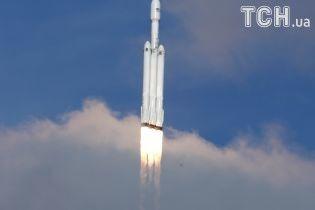 Історичний запуск Falcon Heavy: з'явилися фото злету найважчої ракети у світі