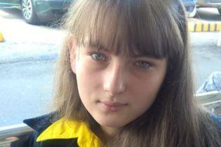 15-летней Кристинке нужна помощь