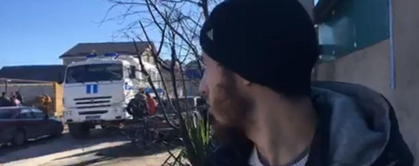 В Симферополе обыскивают дом крымского татарина, самого хозяина увезли неизвестно куда