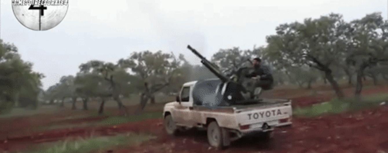 У Мережі з'явилося нове відео обстрілу збитого в Сирії російського Су-25