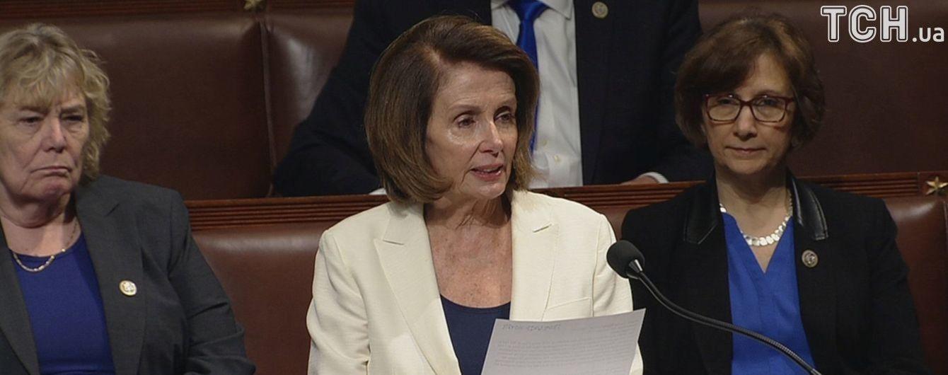В США лідер опозиції виступала 8 годин в Конгресі на 10-сантиметрових підборах