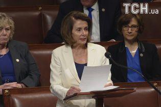 В США лидер оппозиции выступала 8 часов в Конгрессе на 10-сантиметровыхкаблуках