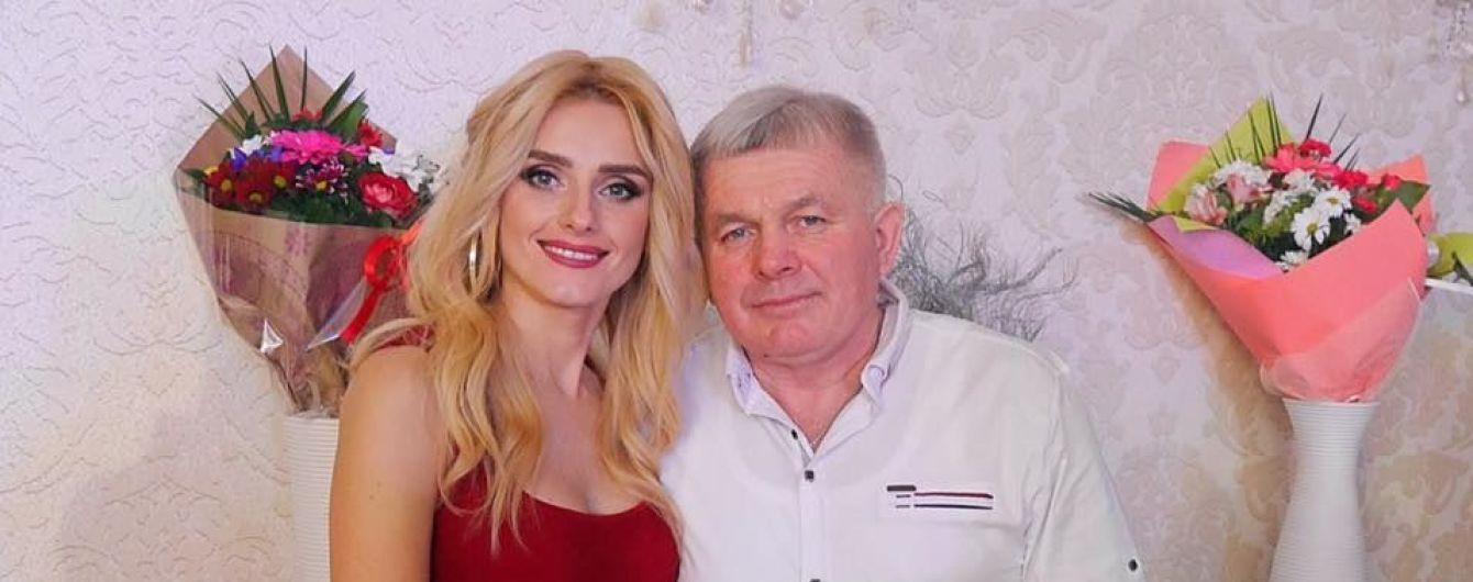 Ирина Федишин на юбилей отца подарила ему роскошный автомобиль