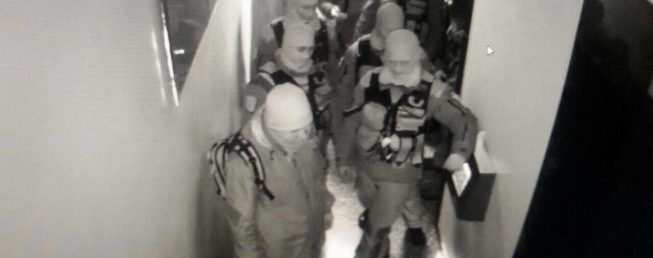 """До офісу """"Вестей"""" у Києві вкотре завітали силовики"""