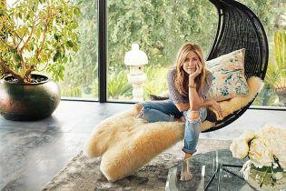 """Дженніфер Еністон продає маєток, який днями показала як своє """"родинне гніздечко"""" з Теру"""