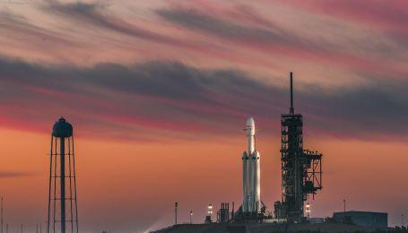 Don't panic. Как прошел запуск Falcon Heavy и что это означает для человечества
