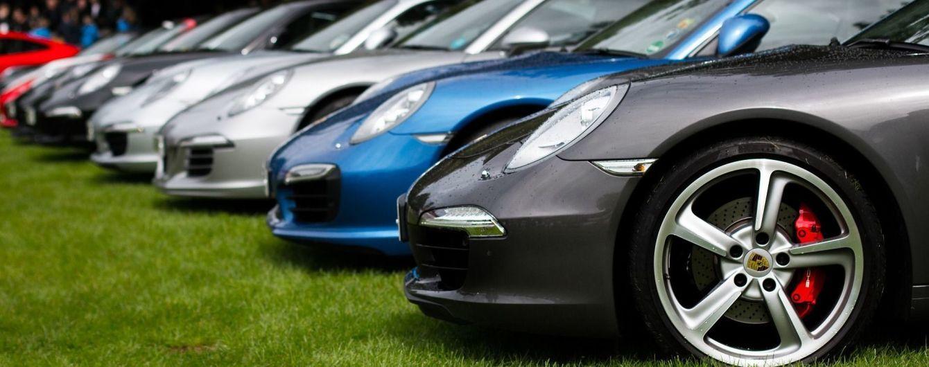 Несмотря на собственный запрет Кабмин закупил 19 новых авто, а содержание всех автобаз обойдется в 326 млн грн - СМИ