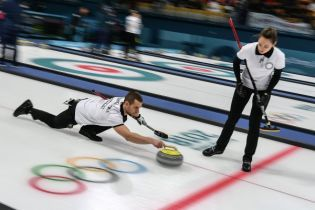 Российские керлингисты потерпели разгромное поражение на старте Олимпиады-2018 и прошли допинг-контроль