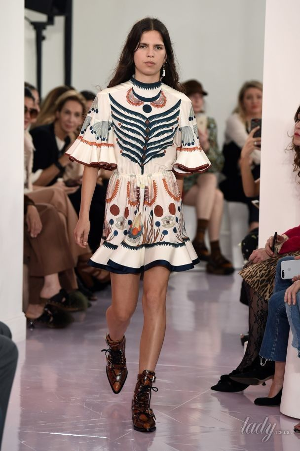 Легкие платья и ковбойские сапоги в коллекция Chloe сезона весна-лето 2018