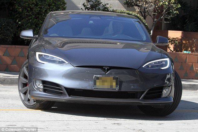 Бред Питт, ДТП, Tesla