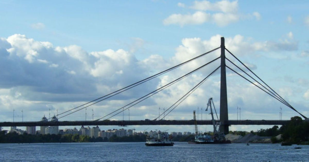 В Киеве Московский мост и площадь получат новые названия
