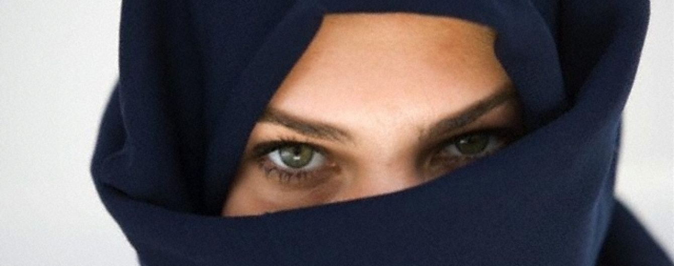 В Чечне полицейские избили девушек в хиджабах