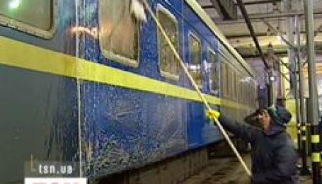 Залізниця чистить вагони