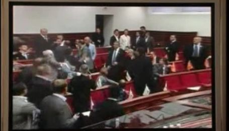 Бійка в Київраді (Ексклюзивне відео)