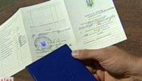 У Києві продавали дипломи за 400 дол.