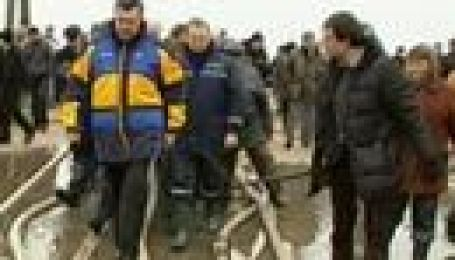 Як Віктор Янукович по калюжах у туфлях гуляв