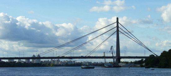 У Києві на вихідних частково обмежать рух мостом на лівий берег