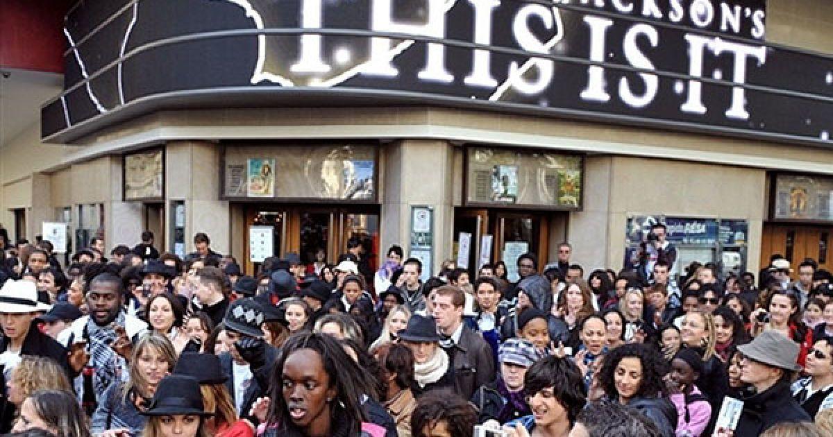 Фанати по всьому світу згадують короля поп-музики Майкла Джексона @ AFP