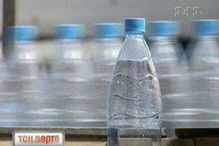 Вода з пластикових пляшок містить небезпечні сполуки