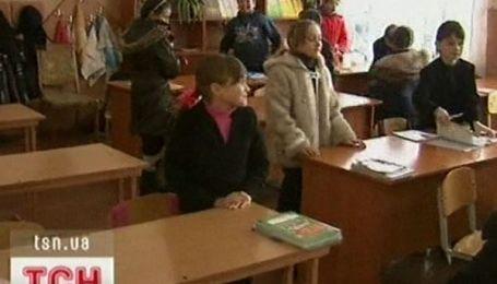 Школи України порожніють