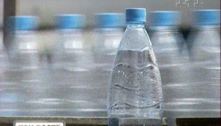 Пластикові пляшки містять небезпеку