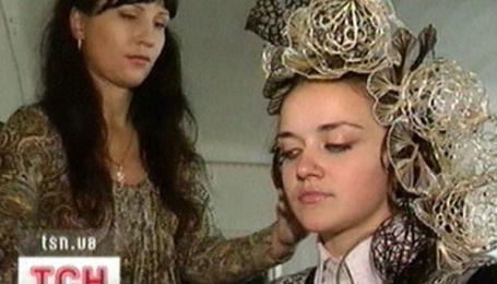 Майстриня з Луганщини плете мереживо з волосся