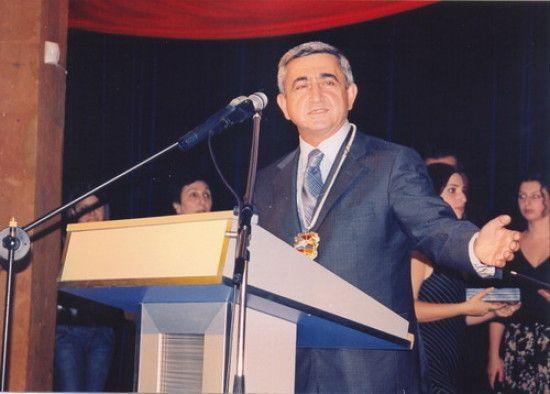 Незважаючи на масові протести, екс-президента Вірменії призначили прем'єр-міністром