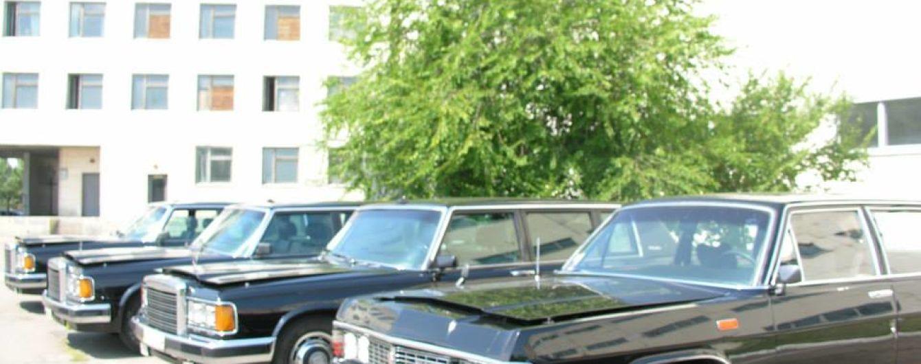 Черные правительственные автомобили выходят из моды