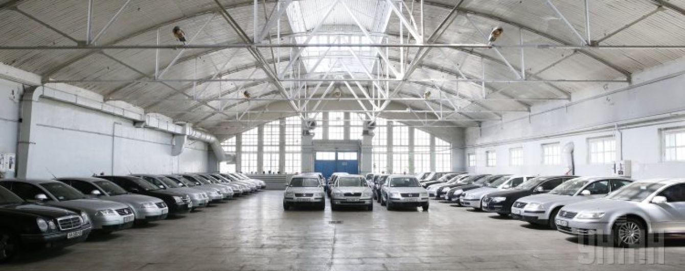 Бюджет на правительственные автомобили подняли двое