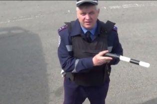 Донецкий гаишник матом угрожал расстрелять дальнобойщика (видео)
