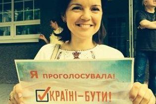 Известные украинцы голосовали в вышиванках и патриотичных футболках