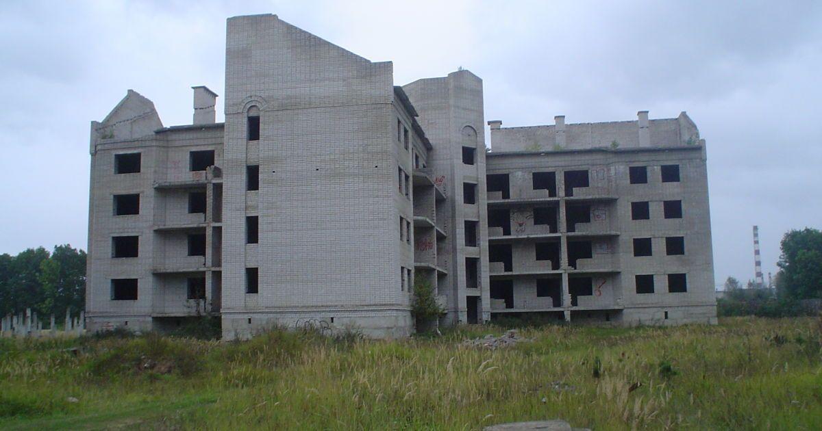 В Запорожье девочка-подросток упала с недостроенной многоэтажки