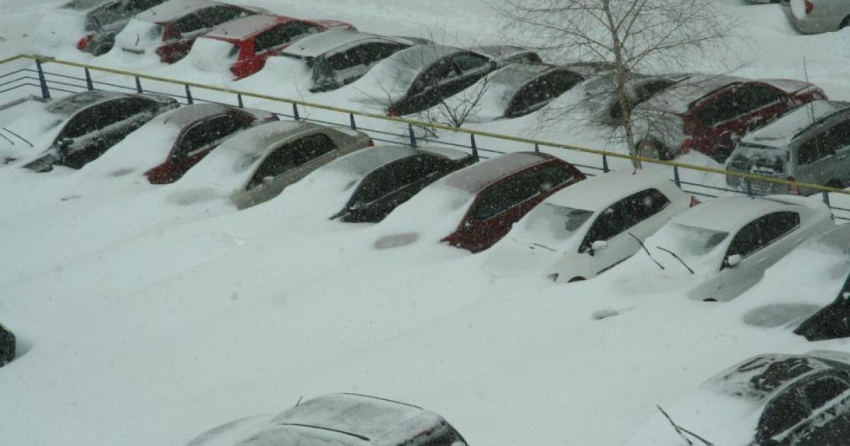 Киевляне пишут в соцсетях о аномальном снеге.