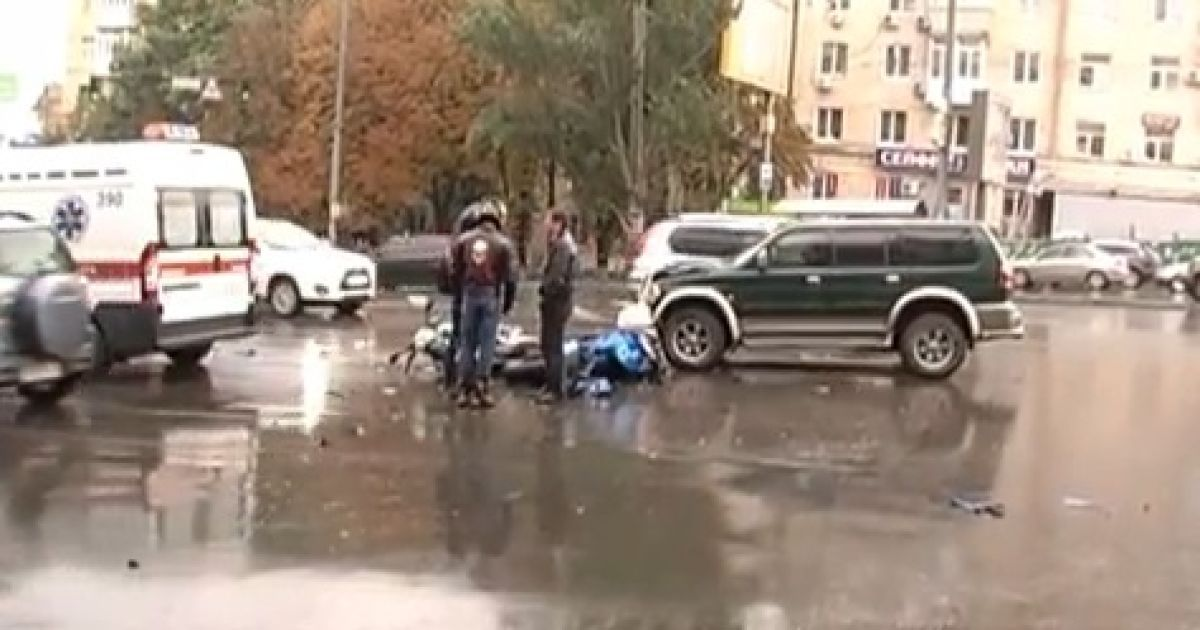 В центрі Києва позашляховик влаштував ДТП @ www.magnolia-tv.com