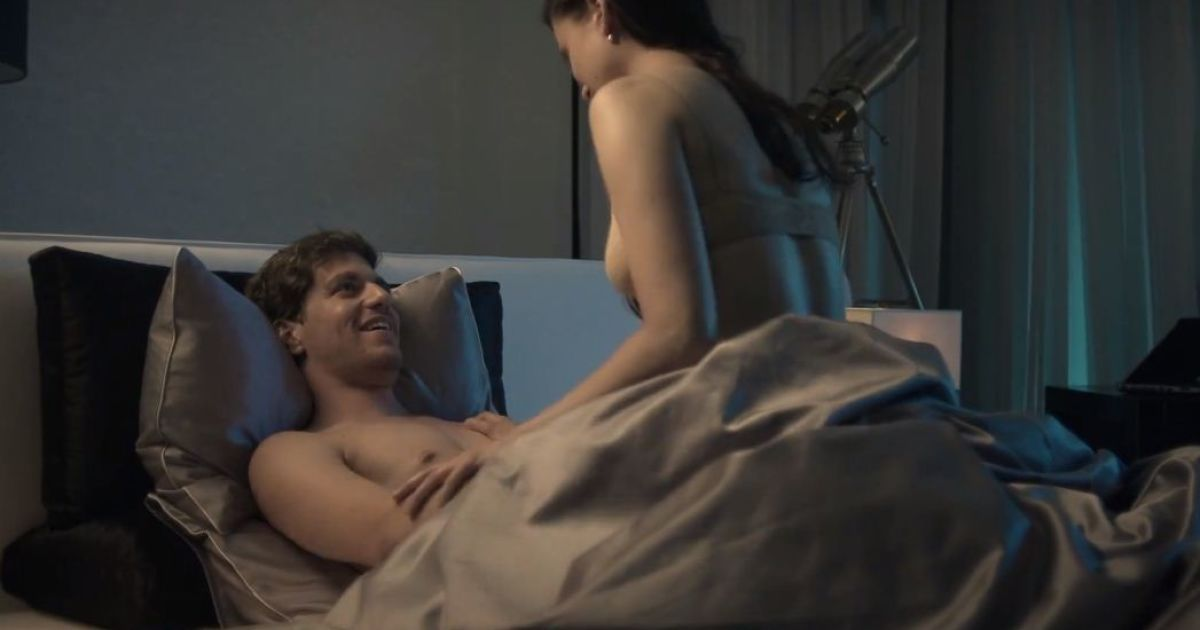 Мужчины занимаются сексом в носках