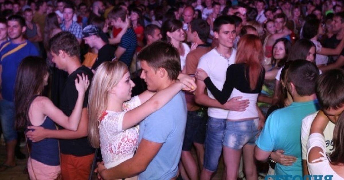 Груповий поцілунок в Донецьку @ Сегодня