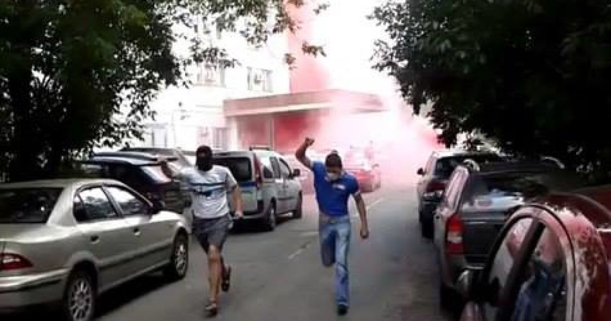 В Москве неизвестные молодые люди напали на редакцию газеты @ Facebook/Євген Карась