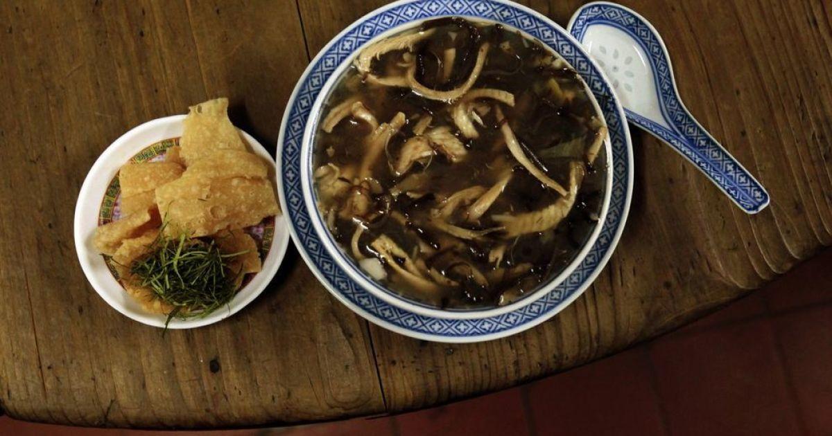 Суп із змій часто варять у Китаї. М'ясо змій взагалі посідає у китайській кухні досить вагоме місце, воно вважається дуже корисним для здоров'я. @ bigpicture.ru