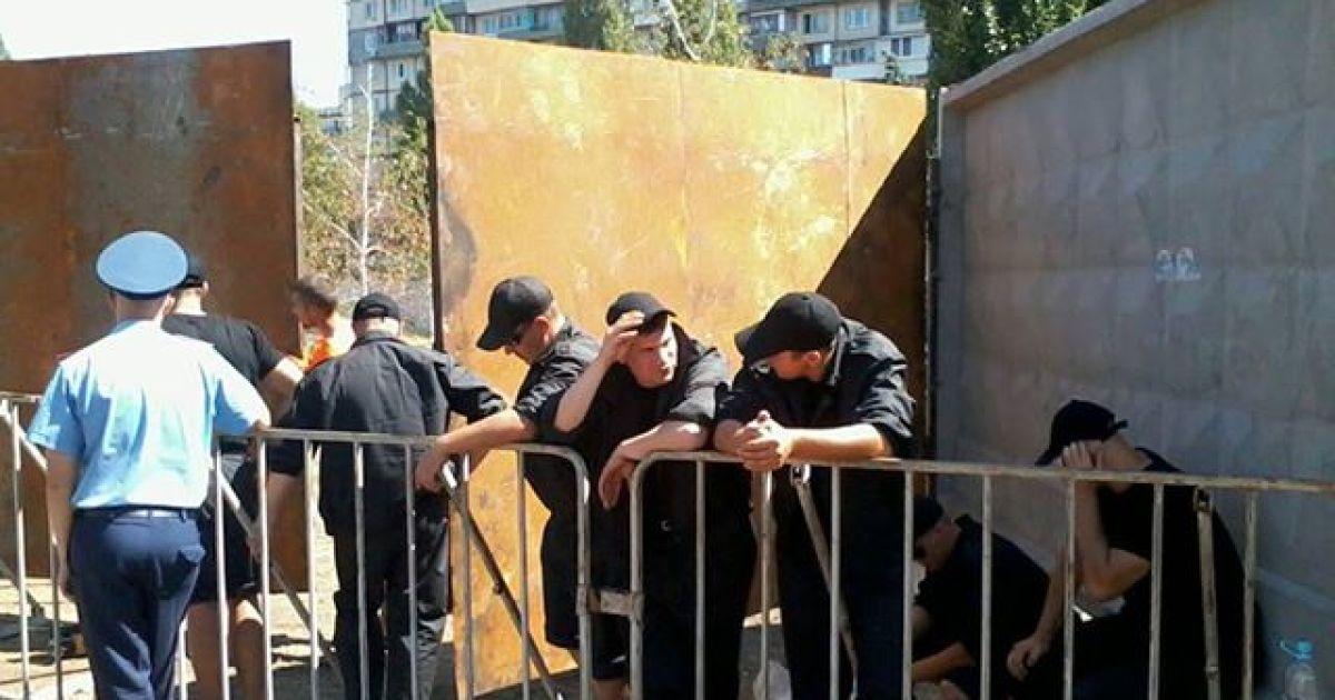 Кияни проводять безстрокову акцію протесту @ facebook.com/ Ірина Ковальчук