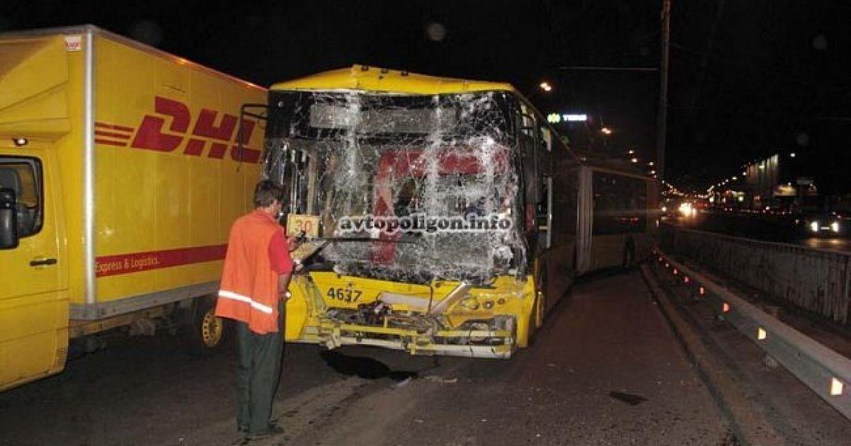 Через аварію тролейбусів у Києві до лікарень потрапили 4 особи @ avtopoligon.info
