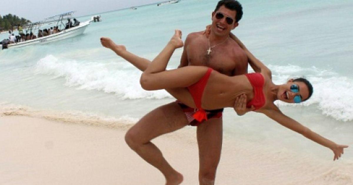 Муж раршаеи на жена за друга трахнулса муж смотрит видео роликах