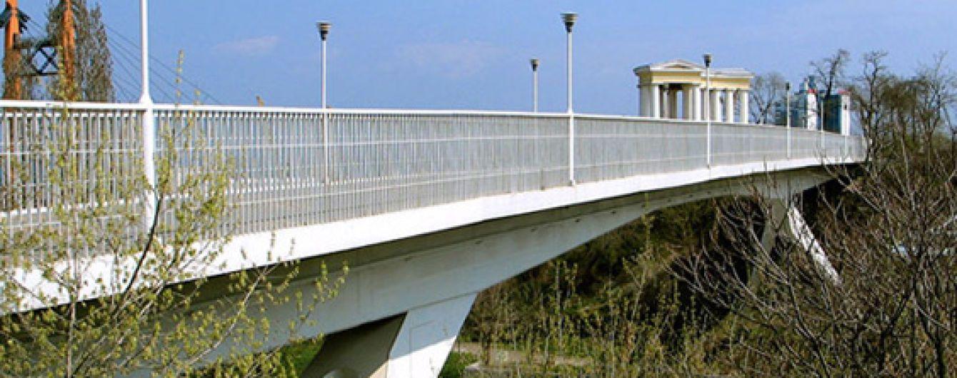 В Одесі 16-річна дівчина стрибнула з мосту
