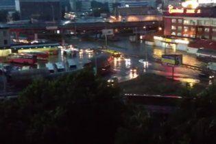 Потоп у Києві: потужна злива затопила кілька районів і автовокзал (відео)