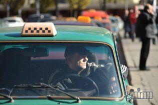 Рейтинг неперспективных профессий: украинцы считают, что таксисты и учителя скоро исчезнут