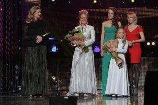 """Премію """"Людина року - 2012"""" отримали Ані Лорак та сестри Петрик"""